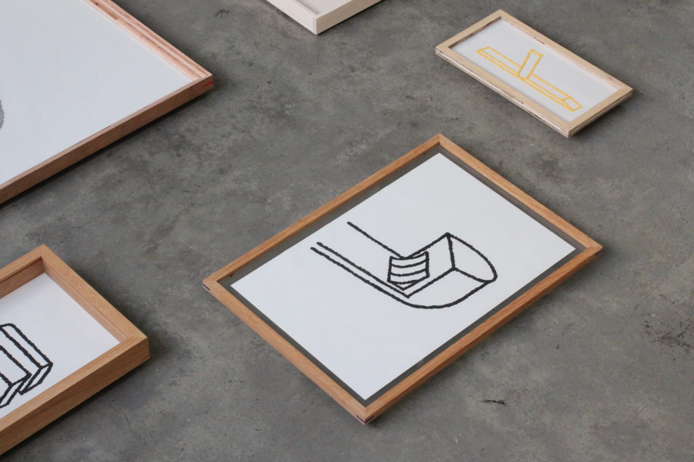simple wood productによる額の展示販売会「Frame and Drawing」。吉行良平によるドローイングも