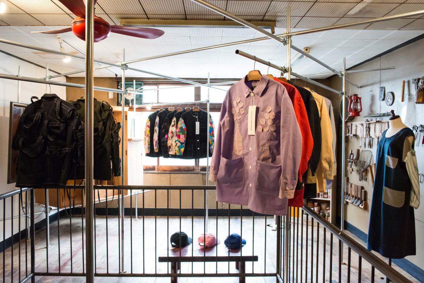 美術家・西尾美也による西成発のファッションブランド「NISHINARI YOSHIO」の新コレクション受注会