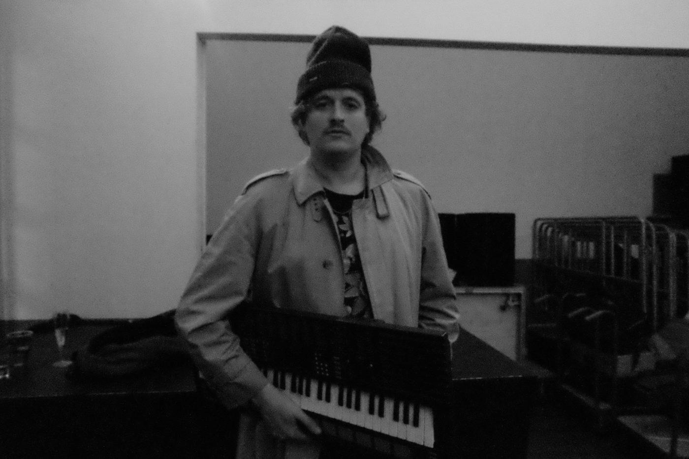 ベルギー在住の電子音楽家、Spencer Clarkが最新プロジェクトStar Searchersを率いて来日、大阪公演はclub daphniaにて