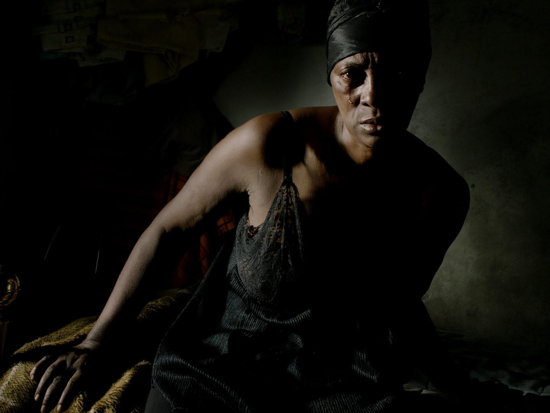 シネ・ヌーヴォでペドロ・コスタ監督『ヴィタリナ』公開記念特集。長編第一作『血』から前作『ホース・マネー』まで過去7作のほか、映画制作中の監督を追ったドキュメンタリーも上映。