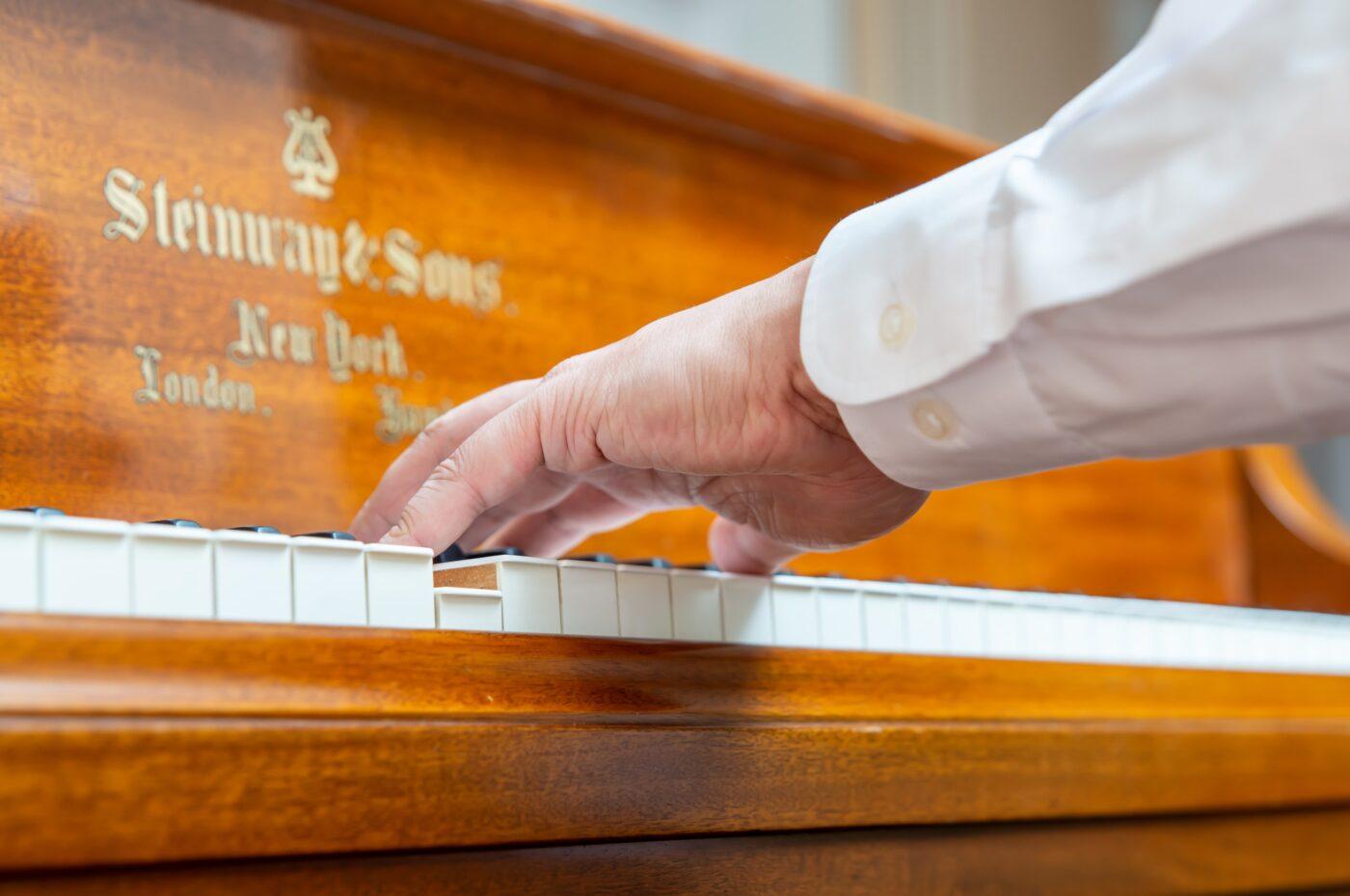 左手のピアノという想像の装置