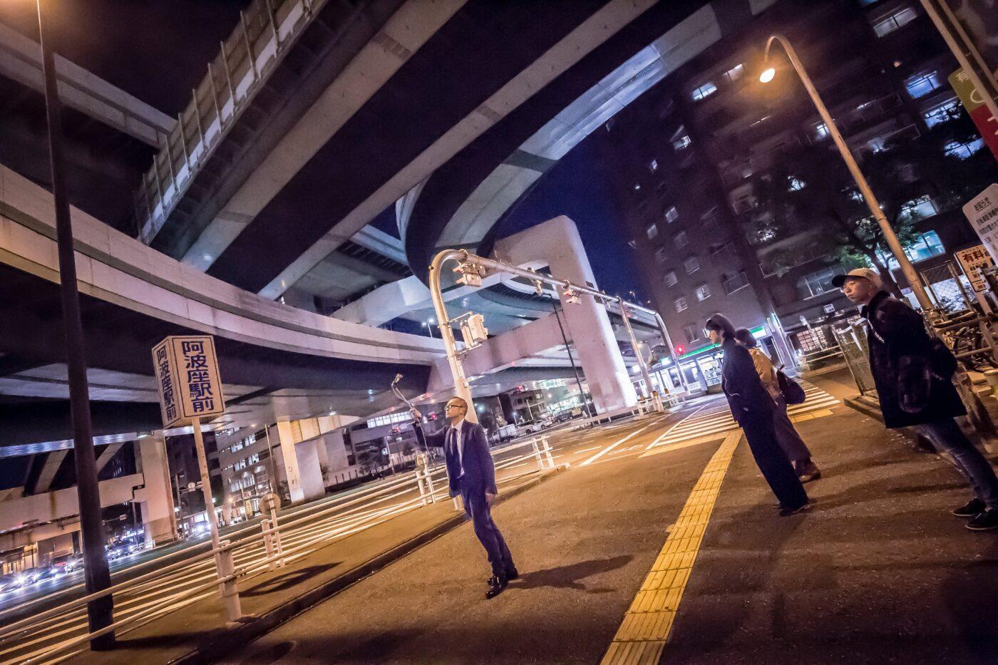 極東退屈道場、新作公演『LG21クロニクル』のためのリサーチ公開。大阪にそびえ立つ高層住宅をヒントに新たな仮想都市オオサカを描く。